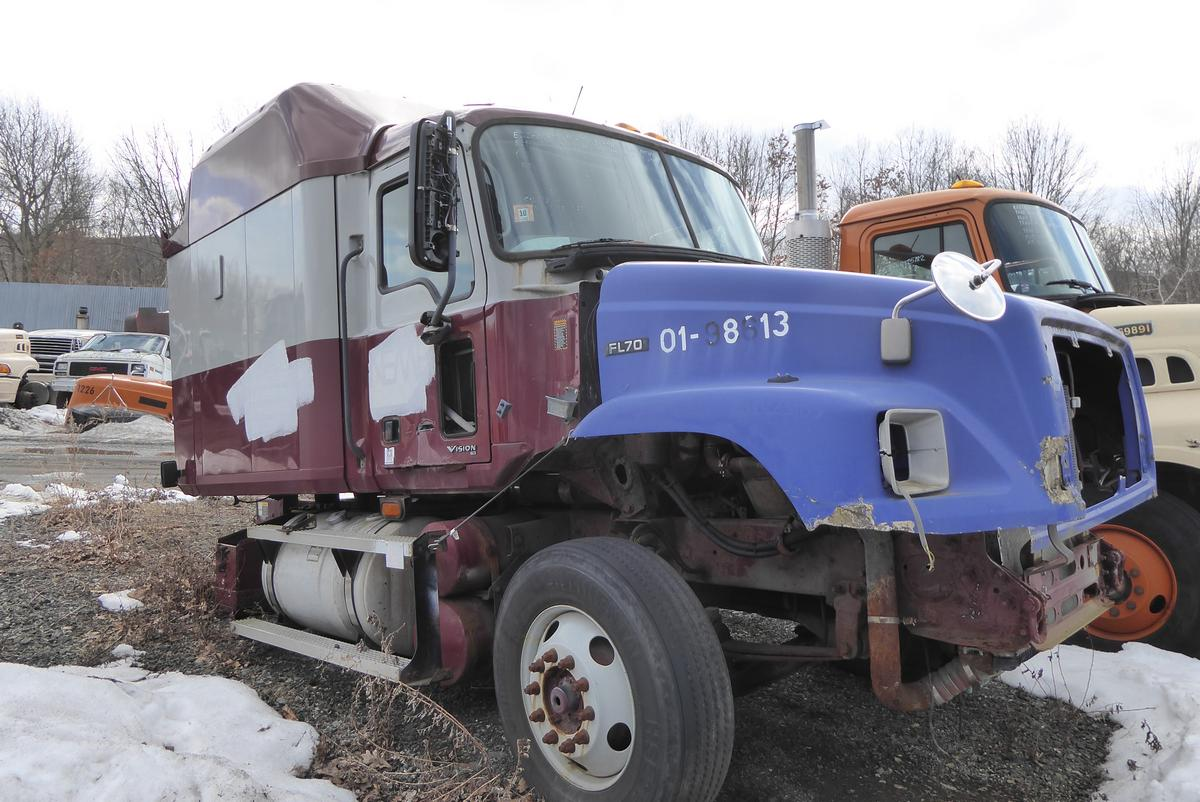 Trucks And Toys >> 2004 Mack CX613 Tandem Axle Sleeper Cab Tractor for sale ...
