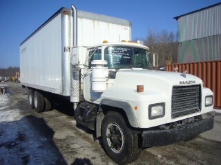 2004 mack rd688s tandem axle box truck for sale by arthur trovei sons used truck dealer. Black Bedroom Furniture Sets. Home Design Ideas