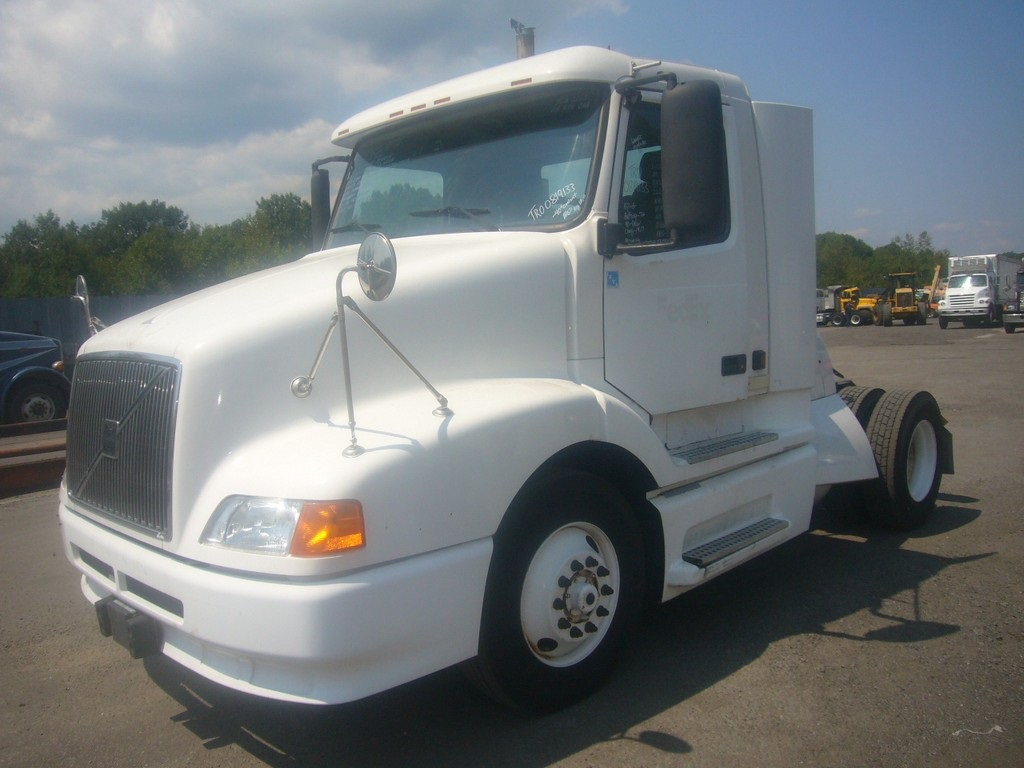 Year 2003 make volvo model vnl42t type single axle day cab tractor motor cummins ism elec 330 370 hp air to air yes engine brake no