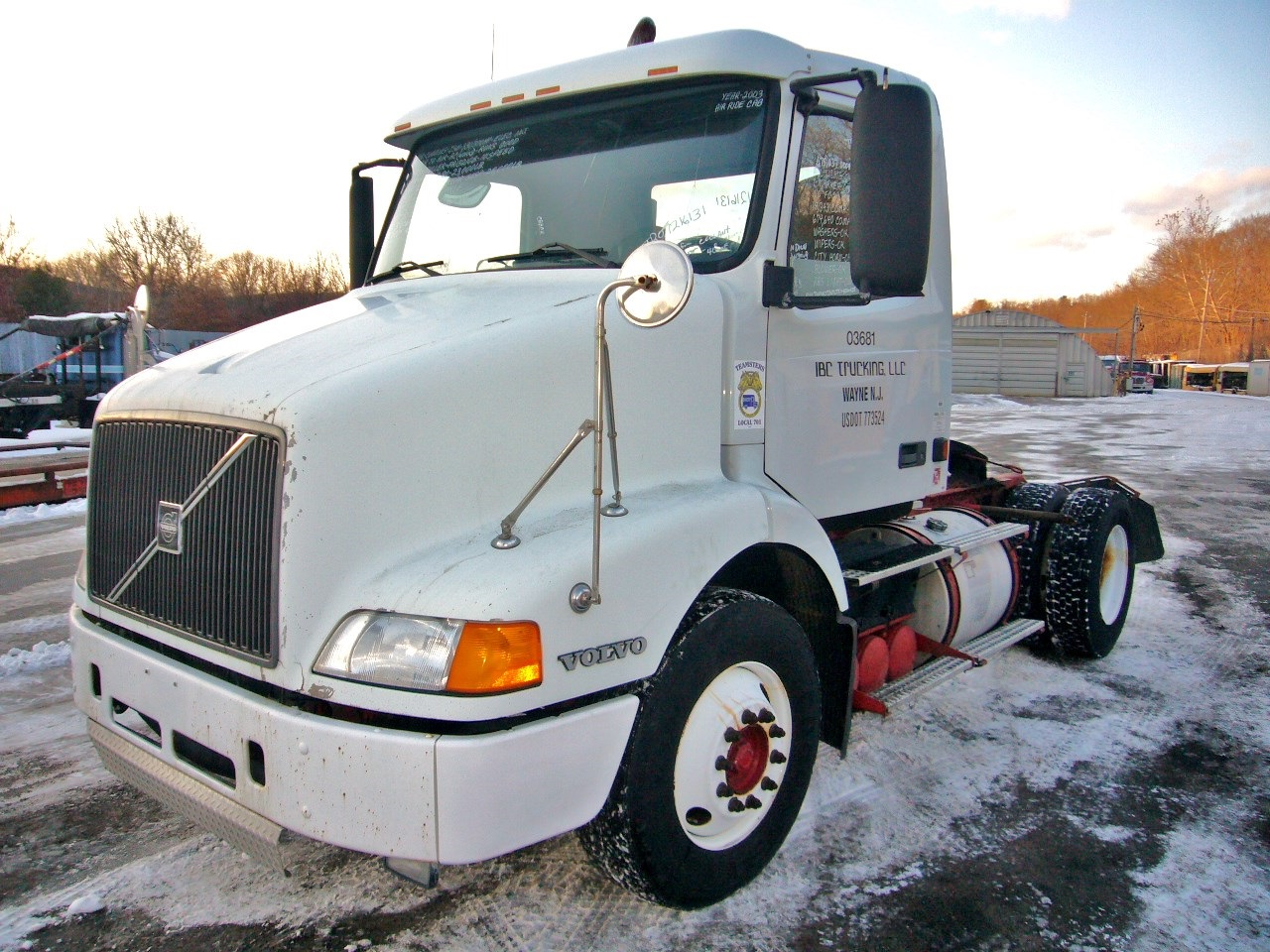 Year 2003 make volvo model type single axle day cab tractor motor cummins ism elec 330 370 hp air to air yes engine brake no