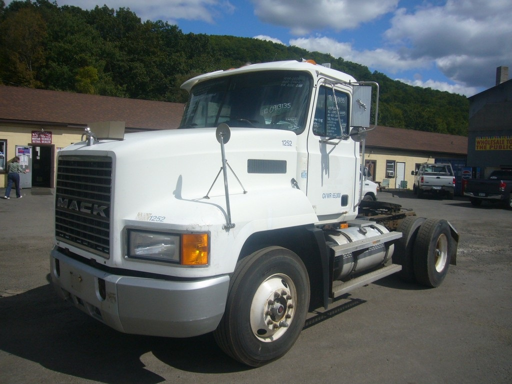 Mack Tractor Truck Air Valve On Firewall : Mack ch single axle day cab tractor for sale by