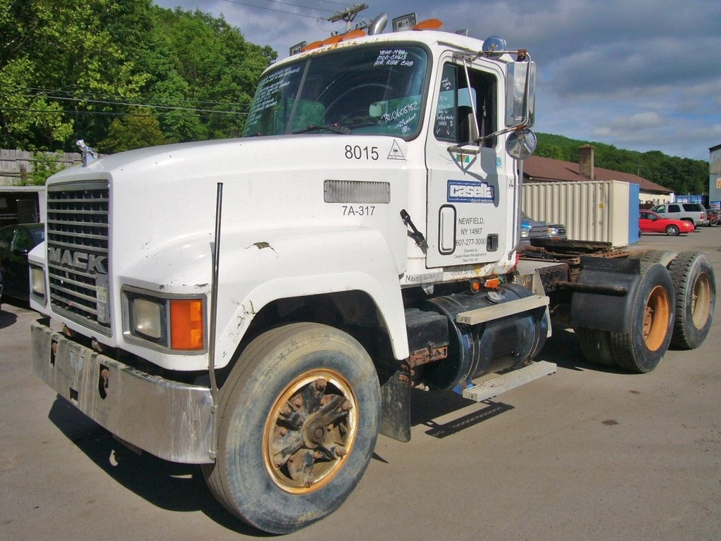 Mack Tractor Truck Air Valve On Firewall : Mack ch tandem axle day cab tractor for sale by