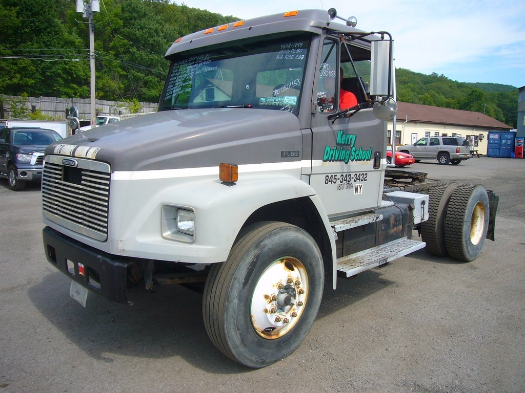 Freightliner Tractor Weight : Freightliner fl single axle day cab tractor for