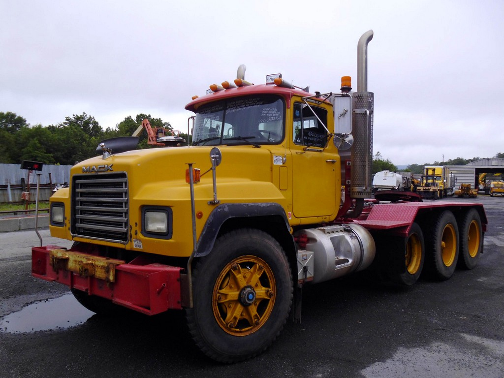 Mack Tri Axle Tractors : Mack rd sx tri axle day cab tractor for sale by