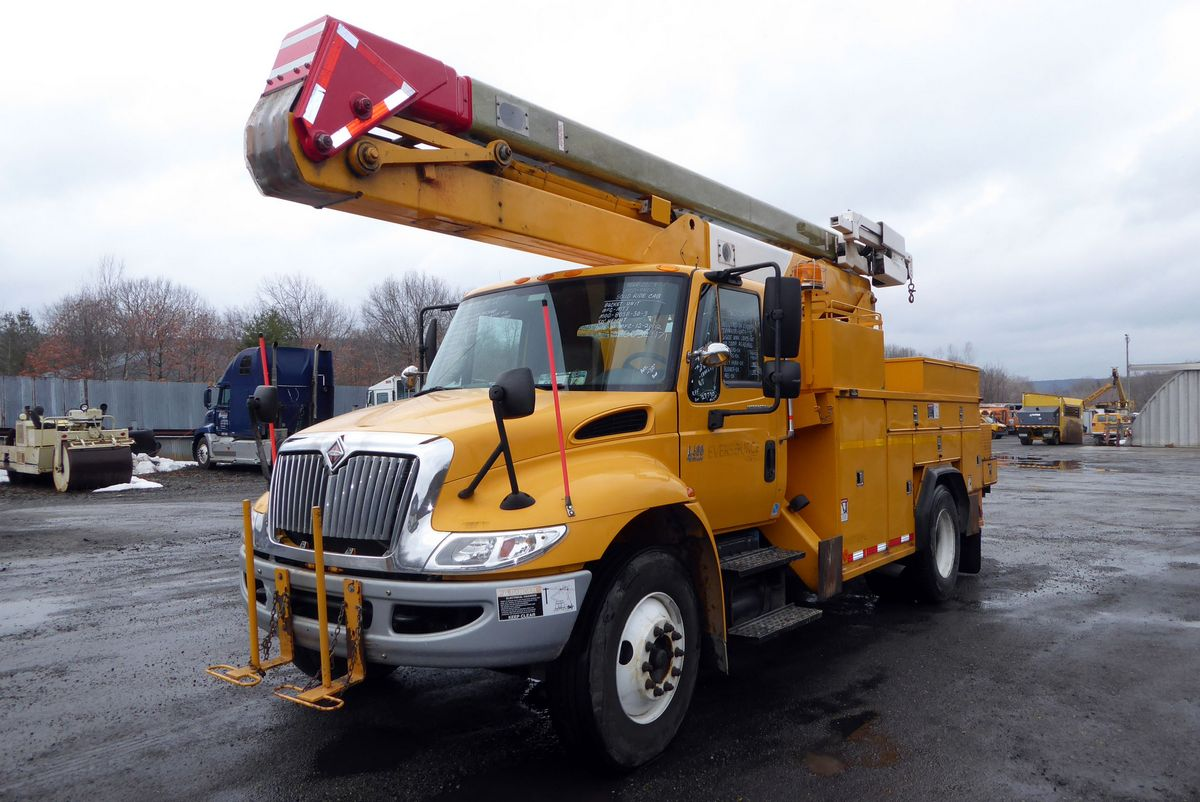 Type bucket truck motor international dt466 elec 250 hp air to air yes engine brake exhaust transmission allison md3060 auto wetline no